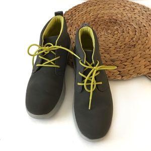 Ugg boy's Canoe Water Resistant Chukka Sneaker